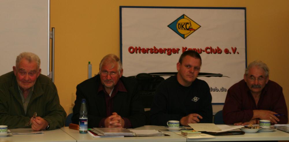 (von links) Referent für Kanusport und Umwelt Dirk Benjes, Bezirksvorsitzender Peter Papowski, 2. Vorsitzender Klaus Lemkau, Fachwart für Kanuwandersport Arno Braemer