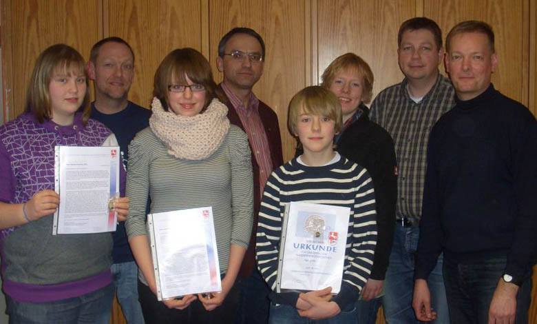 von links nach rechts: Joana Müller, Bernd Jakobs, Janina Jakobs, Arno Gundlack, Steffen Jakobs, Rebecca Blendermann, Stefan Bassen, Hartmut Holsten