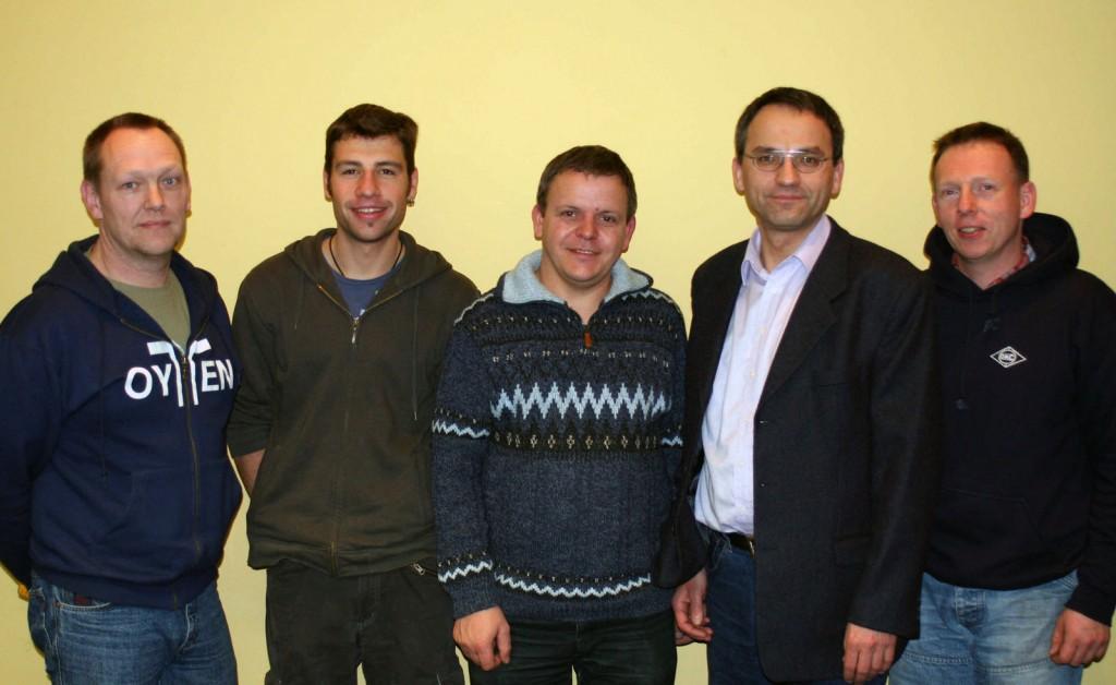 [von li. nach re.] Bernd Jacobs (Kassenprüfer), Etienne Gruchmann (Jugendwart), Klaus Lemkau (WFA in Gold), Arno Gundlack (Vorsitzender), Armin Viets-Blendermann (30 Jahre Mitglied)