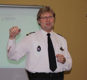Referent Holger Knauer von der Bremer Wasserschutzpolizei