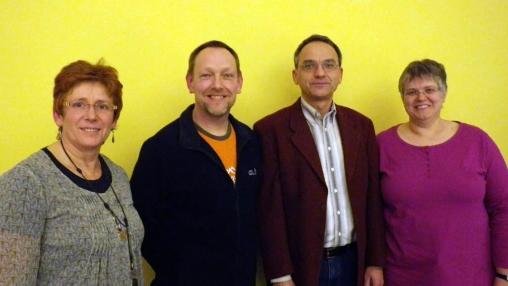 Gewählte des Vereins (v. links n. rechts): Elke Gasowski (Kassenprüferin), Bernd Jakobs (Jugendwart), Arno Gundlack (Vorsitzender), Ute Erdmann (Bezirkswanderwartin)